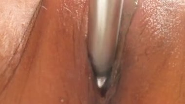 gettin my sexxi cunt toyed and eatin...mmmm