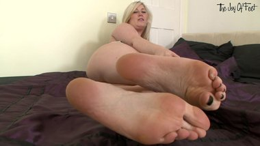 MichelleB TheJoy of feet - sexy tease