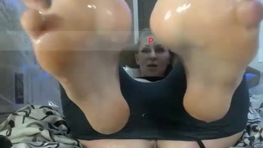 QueenSquirt smelly soles wet from squirt
