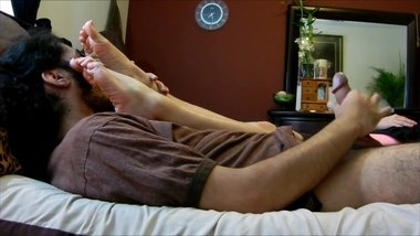 sniffing milf feet and jacking