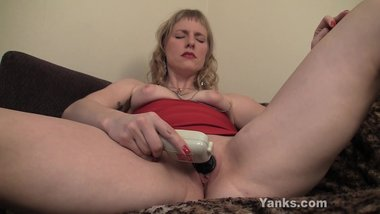 MILF From Yanks Josie Finds Her G-Spot