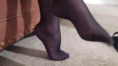 Smelly Pantyhosed MILF Teacher Feet