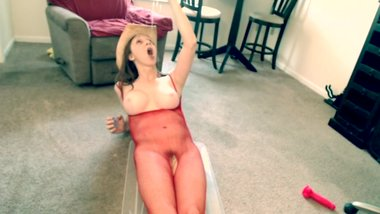 Jaycee anal masturbation and piss drinking from dish rag