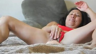 Hawaii Milf Alika enjoys huge toy