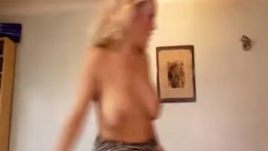 sexy blonde milf suck a big cock