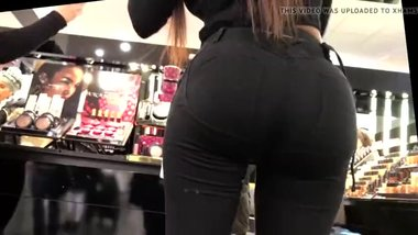 Hot big ass latina in tight spandex hidden cam ! nice to see her butt !