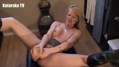 SLUT MILF SQUIRT DILDO SOLO BLONDE WHORE ORGASM